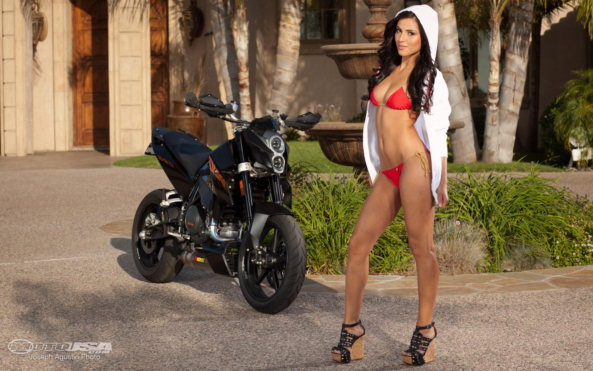 HOT BABE & KTM DUKE 690
