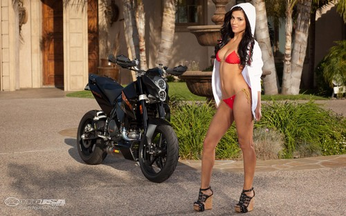 HOT BABE & KTM DUKE 690 - motorcycles Wallpaper