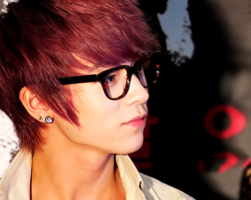Celebrity Contests wallpaper with sunglasses titled Hottie L. Joe