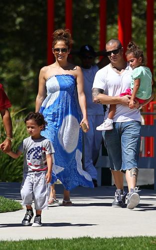Jennifer Lopez, Carper Smart & Twins At The Park [August 4, 2012]
