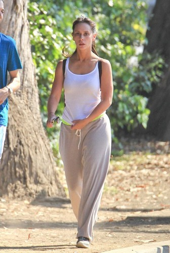 Jennifer प्यार Hewitt Jogging in Santa Monica [August 7, 2012]