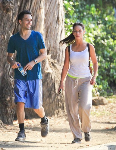 Jennifer Love Hewitt wallpaper called Jennifer Love Hewitt Jogging in Santa Monica [August 7, 2012]