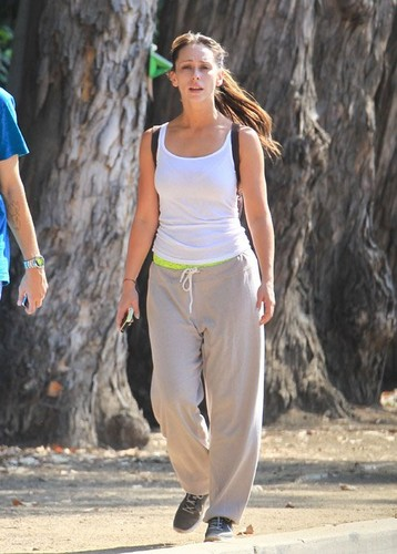 Jennifer l'amour Hewitt Jogging in Santa Monica [August 7, 2012]