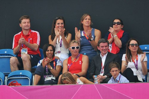 Kate cheering on the Great Britain hockey team during दिन 14 of the OG