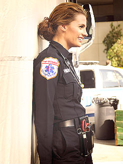 Kate Beckett karatasi la kupamba ukuta probably containing a green beret, vita mavazi, mavazi ya vita, and regimentals entitled Katherine Beckett