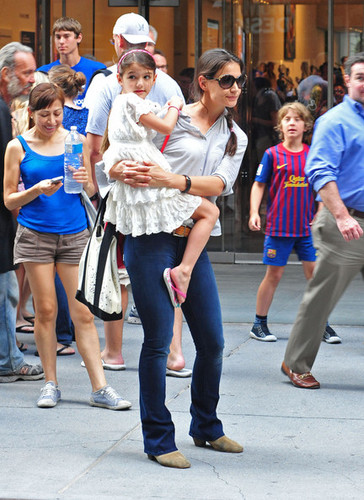 Katie Holmes and Suri in NYC [August 6, 2012] - katie-holmes Photo