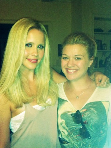 Kelly Clarkson on the sets of tvd