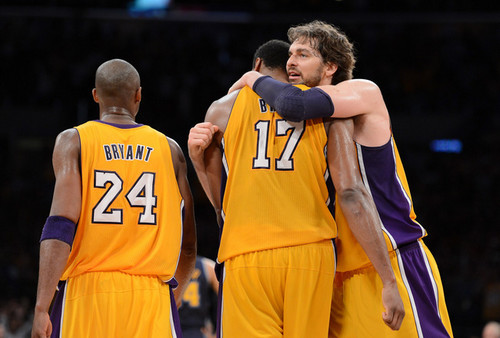 Los Angeles Lakers 壁纸 containing a 篮球 player entitled Kobe, Pau, and Bynum