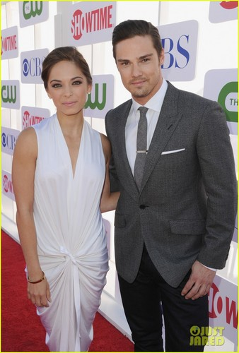 Kristin Kreuk and カケス, ジェイ Ryan at テレビ Critics Association - Red Carpet (July 30th, 2012)