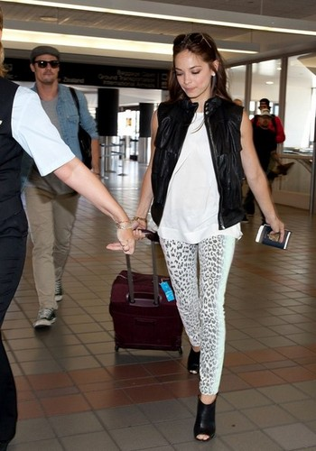 Kristin and 松鸦, 杰伊, 杰伊 · at Los Angeles Airport (July 4th, 2012)