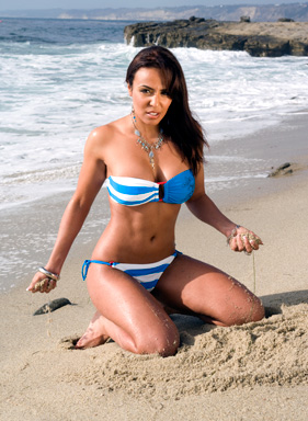WWE-蕾拉 壁纸 with a bikini titled Layla Photoshoot Flashback