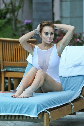 Lindsay Lohan - Hollywood hotel, 5 August 2012