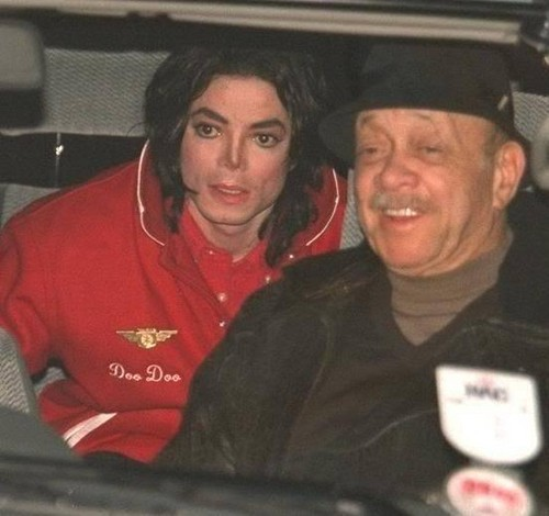 Michael Jackson wallpaper containing a green beret titled Michael And Former Head Of Security, Bill Bray