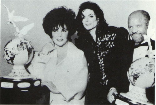 Michael With Dame Elizabeth Taylor And Berry Gordy