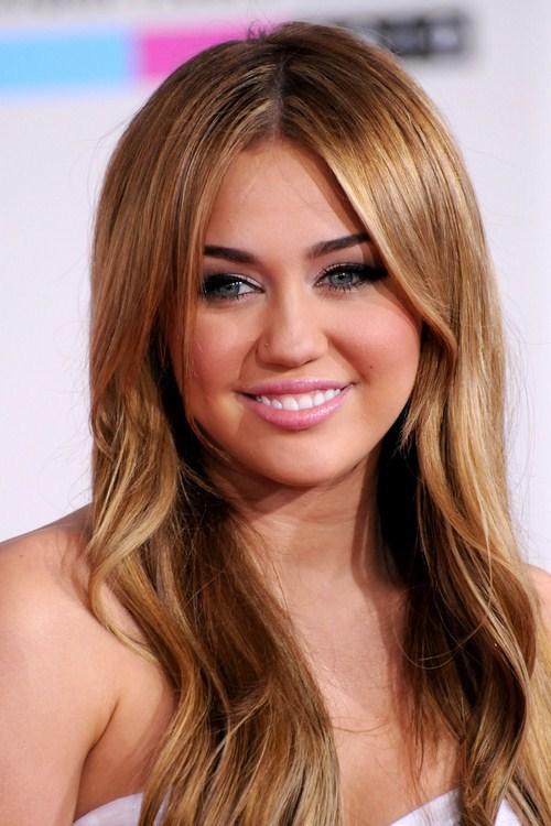 Miley-Cyrus-2010-American-Music-Awards-11.jpg
