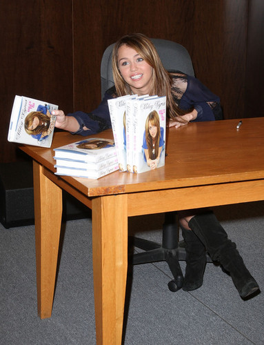 Miley at the signing