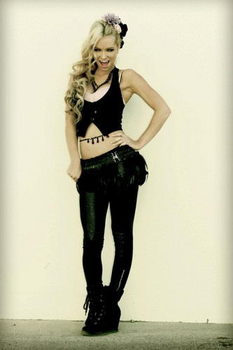 Pelakon wanita kertas dinding with a legging, a hip boot, and long trousers entitled Mindy Robinson
