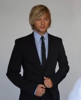 Keith Harkin achtergrond with a business suit, a suit, and a double breasted suit called meer stills from Keith's album vid