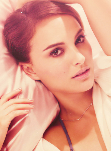 natalie portman wallpaper with a portrait entitled Natalie <3