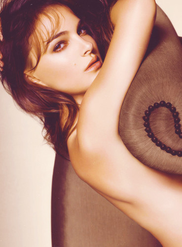 Natalie Portman wallpaper probably containing a fedora titled Natalie <3