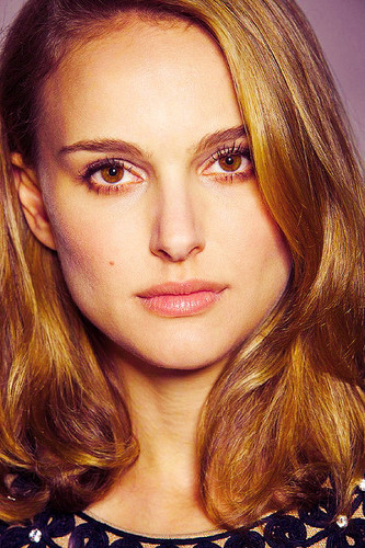 Natalie Portman hình nền with a portrait called Natalie <3