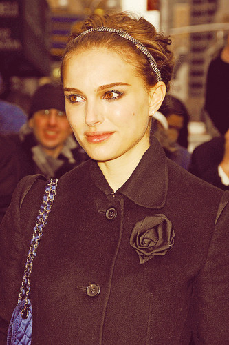 Natalie Portman karatasi la kupamba ukuta probably with an outerwear titled Natalie <3