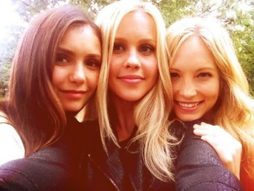 Candice Accola wolpeyper with a portrait entitled New Twitter pic - Candice with Claire & Nina.