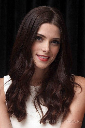 New portraits of Ashley Greene from the Comic Con 2012