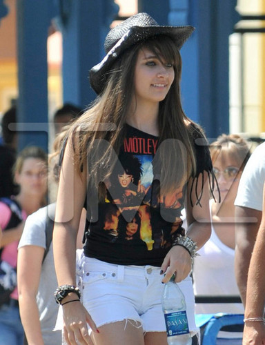 Paris Jackson at Six Flags August 2012