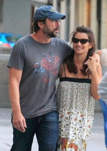 Penélope Cruz and Javier Bardem Dine Out [July 18, 2012]