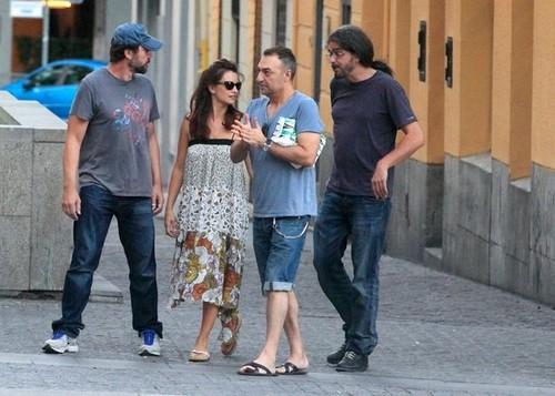 Penélope Cruz and Javier Bardem Dine Out [July 18, 2012]