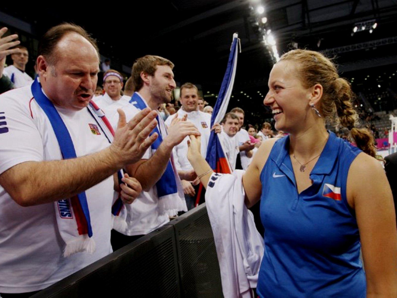 Tennis Petra Kvitova : Fan looks at her nipples !!