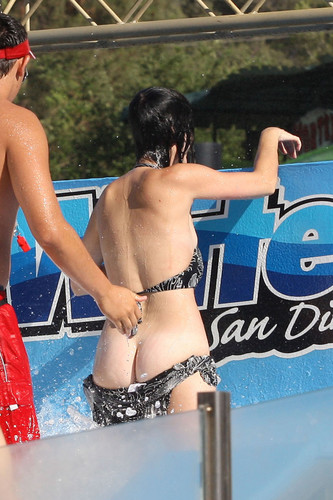 Katy Perry kertas dinding with a bikini entitled Raging Water Water Park San Dimas [12 August 2012]