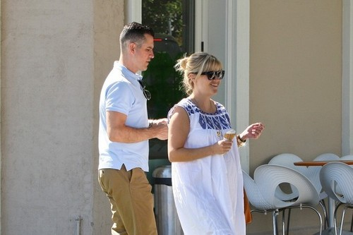 Reese Witherspoon and Jim Toth at Pinkberry [August 7, 2012]