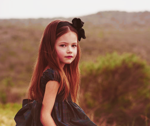 renesmee carlie cullen wallpaper with a portrait entitled Renesmee