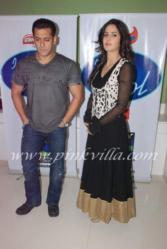 Salman Khan & Katrina Kaif were seen on the sets of Indian Idol promoting  'Ek Tha Tiger' - katrina-kaif Photo