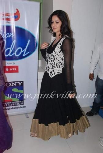Salman Khan & Katrina Kaif were seen on the sets of Indian Idol promoting 'Ek Tha Tiger'