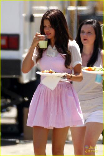 Selena - Behind the Scenes of 'Parental Guidance' - August 10, 2012