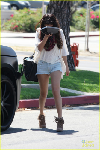 Selena - Going to lunch at BJ's Restaurant with Justin - August 05, 2012