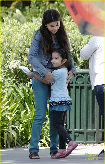 Selena - On the set of 'Parental Guidance' - August 03 ...