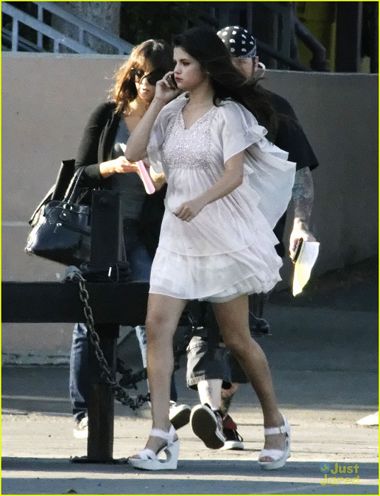 Selena - On the set of 'Parental Guidance' - August 04 ...