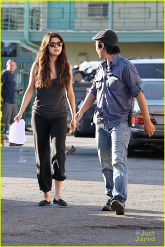 Selena - On the set of 'Parental Guidance' - August 06, 2012