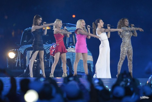 Victoria Beckham wallpaper containing a concerto called Spice Girls OG Londra 2012