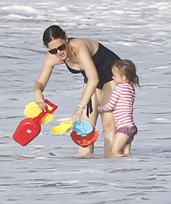 The Afflecks spent a دن on the ساحل سمندر, بیچ in Puerto Rico
