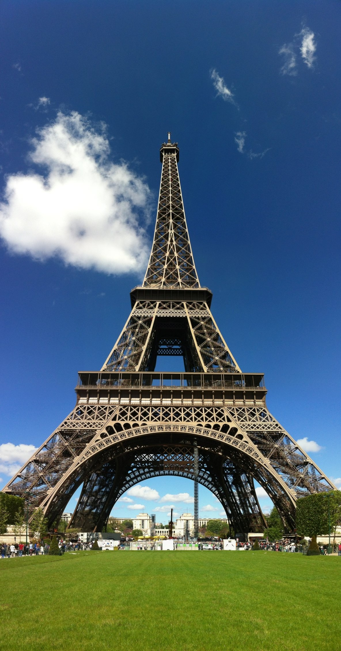 the eiffel tower images the eiffel tower hd wallpaper and background