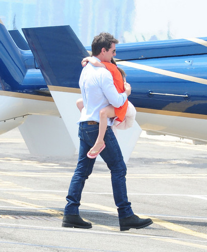 Tom Cruise and Suri Catch a Helicopter [July 18, 2012]
