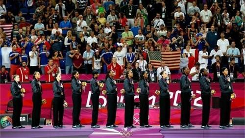 USA wins women's mpira wa kikapu dhahabu