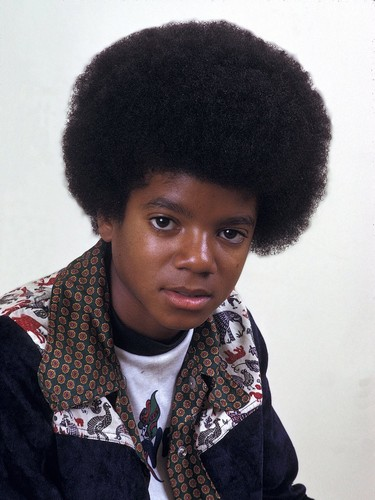 Michael Jackson achtergrond with a bearskin called Young Michael