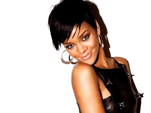 Rihanna luire magazine
