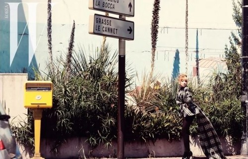 2NE1 wallpaper probably containing a street entitled 2NE1 @ Autumn Season Pictorial in France